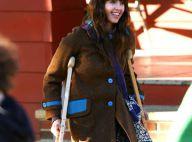 REPORTAGE PHOTOS : La superbe Jessica Alba se déplace avec des... béquilles !