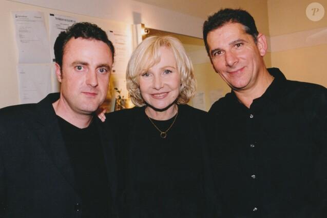Portrait de Michèle Torr et son fils Romain ainsi que son mari Jean-Pierre Murzelli en novembre 2002