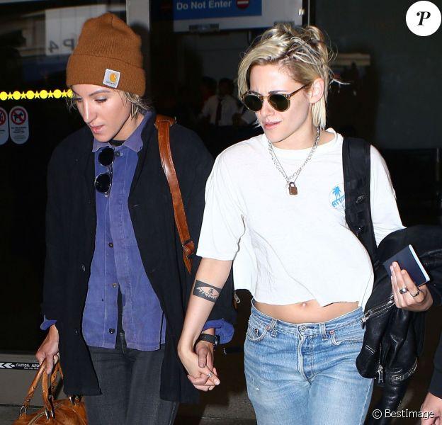Kristen Stewart et sa compagne Alicia Cargile arrivent à l'aéroport de Los Angeles, le 19 mai 2016.