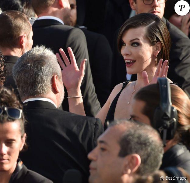 """Milla Jovovich, face à Luc Besson, à la montée des marches du film """"The Last Face"""" lors du 69ème Festival International du Film de Cannes le 20 mai 2016. © Lionel Urman / Bestimage"""
