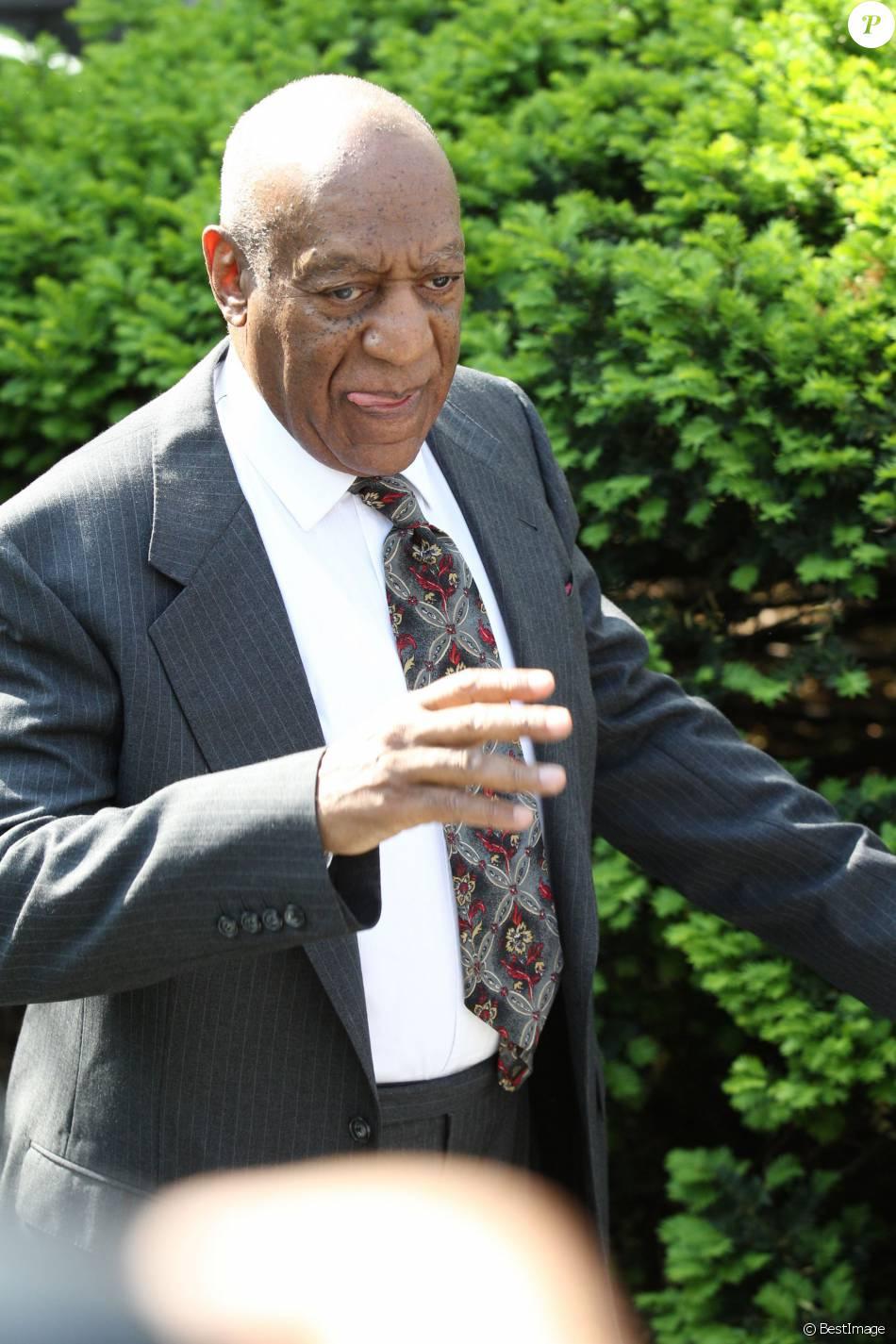 Bill Cosby, 78 ans, arrive à son audience préliminaire au tribunal de Norristown en Pennsylvanie le 24 mai 2016. Bill Cosby est entendu dans l'affaire Andrea Constand, Elle l'accuse de l'avoir droguée et d'avoir abusé d'elle ensuite.  78-year-old comedian Bill Cosby is seen at the At The Montgomery County Courthouse in Norristown, Pennsylvania for his Preliminary Hearing on May 24, 2016. Cosby is charged with aggravated indecent assault for allegedly drugging and sexually assaulting Andrea Constand in January 2004 at his Elkins Park, Pennsylvania mansion.24/05/2016 - Norristown