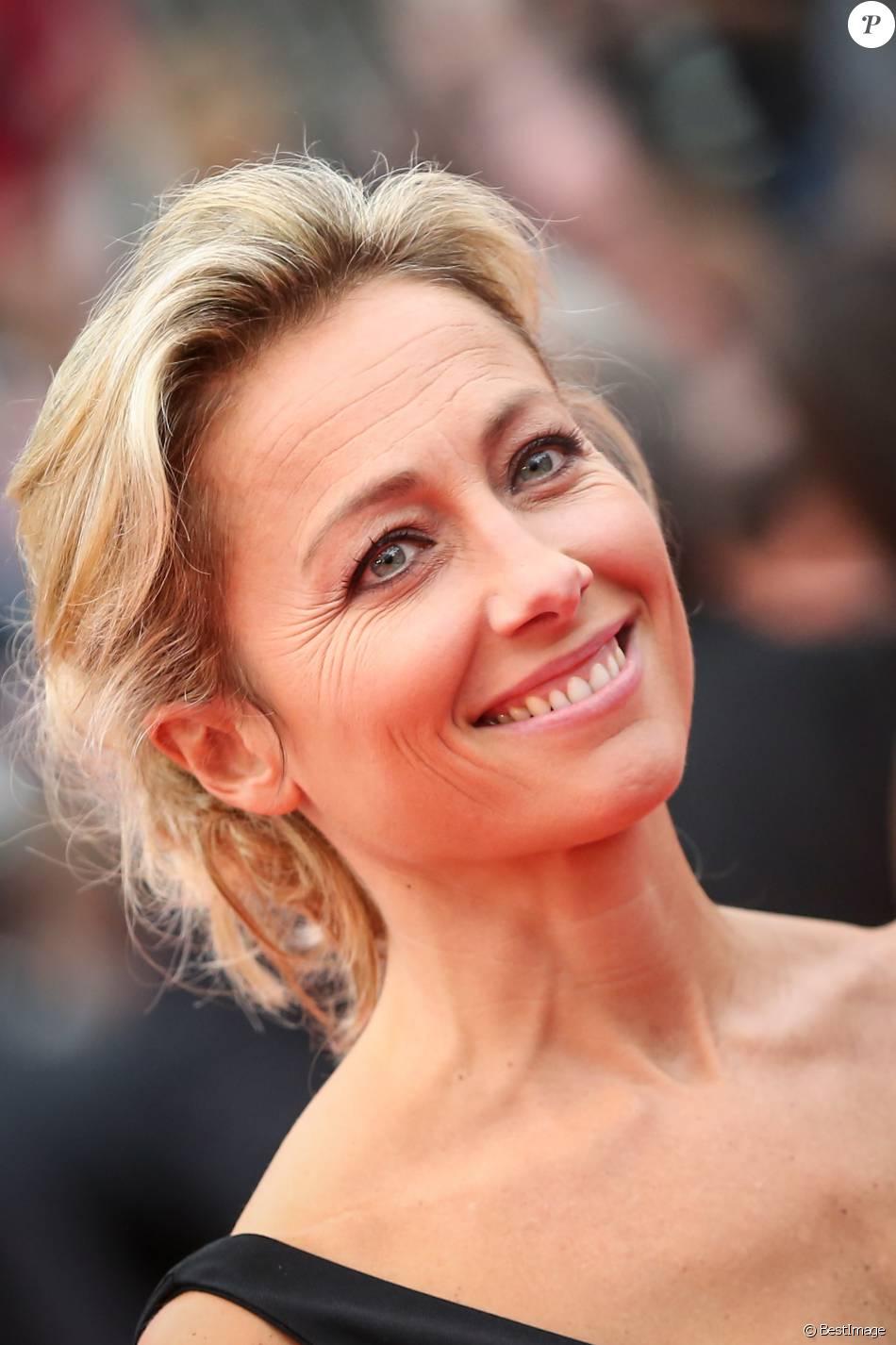 """Anne-Sophie Lapix - Montée des marches du film """"Ma Loute"""" lors du 69e Festival International du Film de Cannes. Le 13 mai 2016. © Borde-Jacovides-Moreau/Bestimage"""