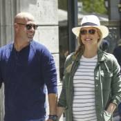 Bar Refaeli enceinte : Baby-bump imposant et pause câline à Barcelone