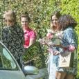 Exclusif - Emily Blunt enceinte arrive au domicile de Charlize Theron pour fêter sa baby shower entre amies à Los Angeles, le 29 mai 2016.