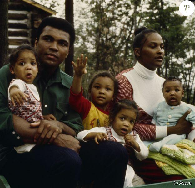 Mohamed Ali avec ses enfants et son ex-femme Belinda en 1974.