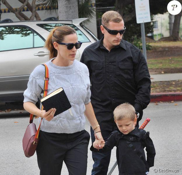Jennifer Garner emmène son fils Samuel (déguisé en Samurai) à l'église à Los Angeles, le 5 juin 2016