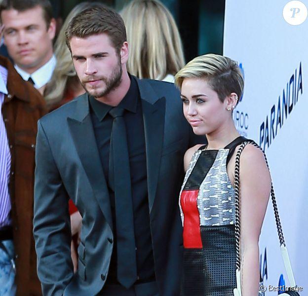 """Miley Cyrus et Liam Hemsworth à la première du film """"Paranoia"""" à Los Angeles, le 8 août 2013."""