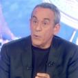 """Thierry Ardison confirme à Ohpélie Meunier qu'il poursuivra """"Salut les Terriens !"""" à la rentrée sur D8. Extrait de son interview pour """"Le Tube"""", diffusion samedi 11 juin 2016 sur Canal+."""