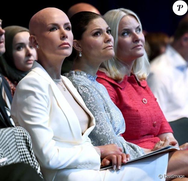 La princesse Mette-Marit de Norvège et la princesse Victoria de Suède ont été accueillies le 13 juin 2016 au EAT Stockholm Food Forum par le Dr. Gunhild Stordalen, présidente-fondatrice de la Fondation EAT, qui a prononcé le discours d'ouverture de l'événement.