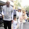 Lamar Odom et sa femme Khloé Kardashian avec Mason Disick et Penelope Disick arrivent à l'église de Agoura Hills pour la messe de Pâques à Hagoura Hills le 27 Mars 2016.