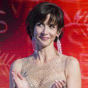 Sophie Marceau fait un strip-tease inattendu et se retrouve en soutien-gorge