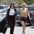 Les amies Kendall Jenner et Gigi Hadid font du shopping chez Fred Segal à West Hollywood, le 1er juin 2016.