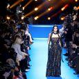 """Kendall Jenner défile pour """"Elie Saab"""", collection prêt-à-porter automne-hiver 2016-2017 à Paris le 5 mars 2016."""