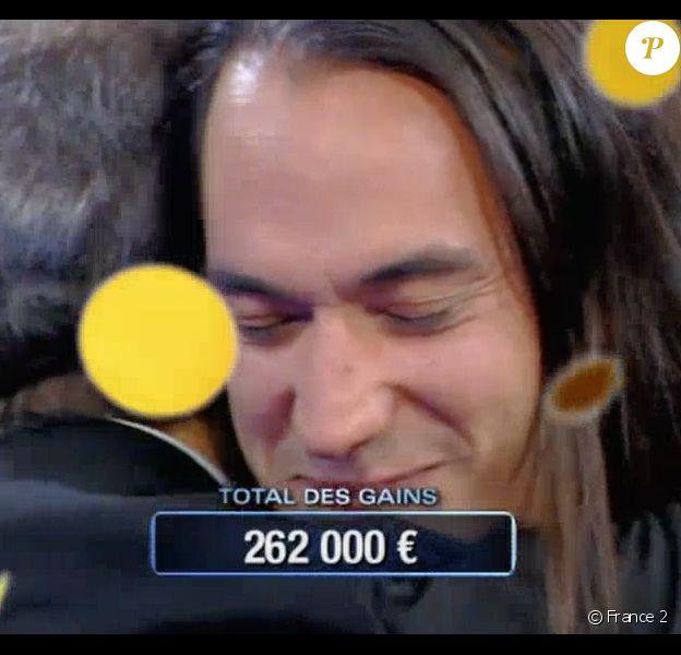 """Hervé bat le record de gains de France Télévisions dans """"N'oubliez pas les paroles"""", le 21 juin 2016."""