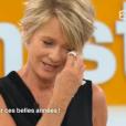 """Sophie Davant en larmes dans le dernier numéro de """"Toute une histoire"""" sur France 2. Le 24 juin 2016."""
