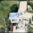 La propriété de l'actrice Brittany Murphy à l'époque de sa mort, en 2009. La demeure a entièrement été refaite jusqu'au moindre détail, devenant ainsi plus moderne, comme le rapporte TMZ.