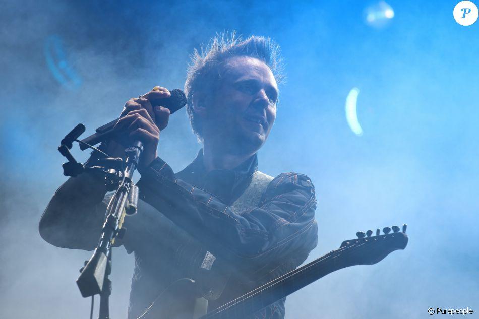 Matthew Bellamy et son groupe Muse en concert dans la Fan Zone de la Tour Eiffel, à Paris, le 28 juin 2016. © Lise Tuillier