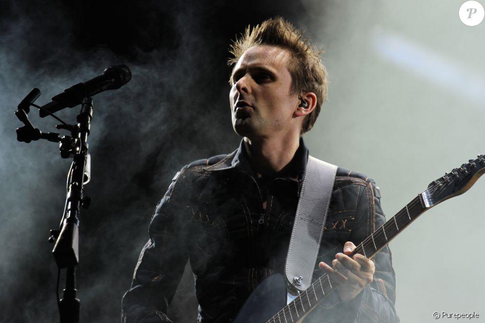 Matthew Bellamy - Muse en concert dans la Fan Zone de la Tour Eiffel, à Paris, le 28 juin 2016. © Lise Tuillier