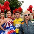 Le coureur britannique Mark Cavendish, Michel Polnareff - Le chanteur français Michel Polnareff fête son 72ème anniversaire en présence des danseuses du Moulin-Rouge et donne le départ de la deuxième étape de la 103ème édition de la course cycliste du tour de France le 3 Juillet 2016, entre Saint-Lo et Cherbourg-en-Cotentin, en Normandie. © Coadic Guirec / Bestimage