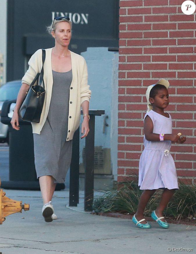 Exclusif - Charlize Theron est allée déjeuner avec ses ... Charlize Theron Kids