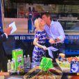"""Le prince Emmanuel Philibert de Savoie présente son food-truck de pâtes artisanales fraîches, le """"Prince de Venise"""", lors d'une interview par la chaîne KTLA Channel 5 au journal télévisé du matin, en présence du chef italien Mirko Paderno. Le 1er juillet 2016"""