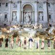 """Défilé """"Legends and Fairytales"""" de Fendi (collection couture, fêtant les 90 ans de la maison romaine), à la Fontaine de Trevi. Rome, le 7 juillet 2016."""