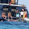 Le joueur de football Karim Benzema en vacances avec des amis du côté de Saint-Tropez, France, le 9 juillet 2016.