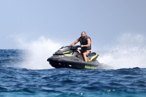 Karim Benzema s'éclate avec des potes à Saint-Tropez, la Toile le lynche !