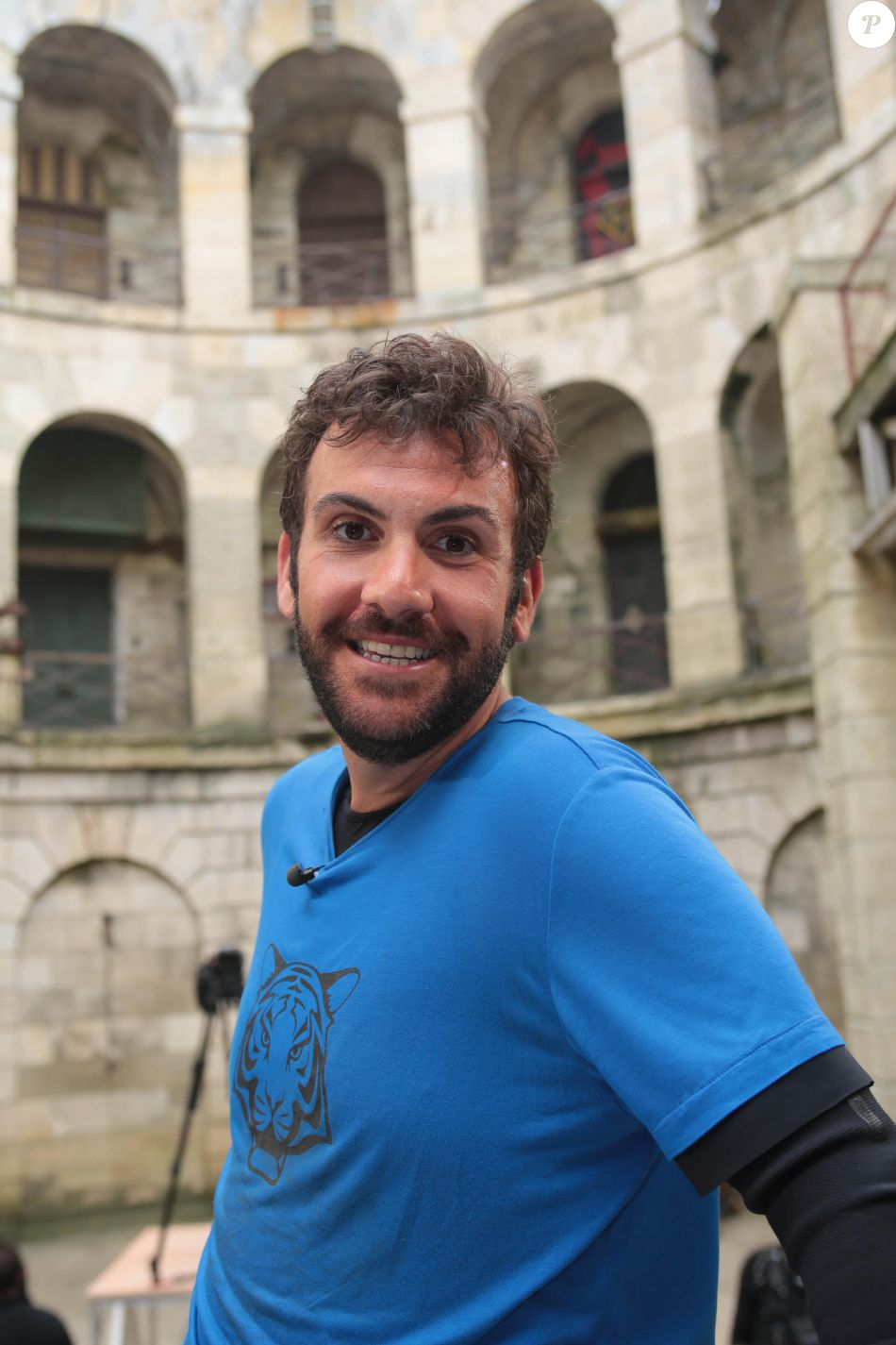 laurent ournac dans fort boyard diffus le 16 juillet 2016 sur france 2 purepeople. Black Bedroom Furniture Sets. Home Design Ideas