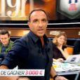 """Nikos Aliagas à la présentation de """"19H Live"""" sur TF1. Juillet 2016."""