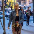 Miley Cyrus et son compagnon Liam Hemsworth vont boire un verre avec Bethenny Frankel et son nouveau compagnon Dennis Shields, à New York, le 14 juin 2016.