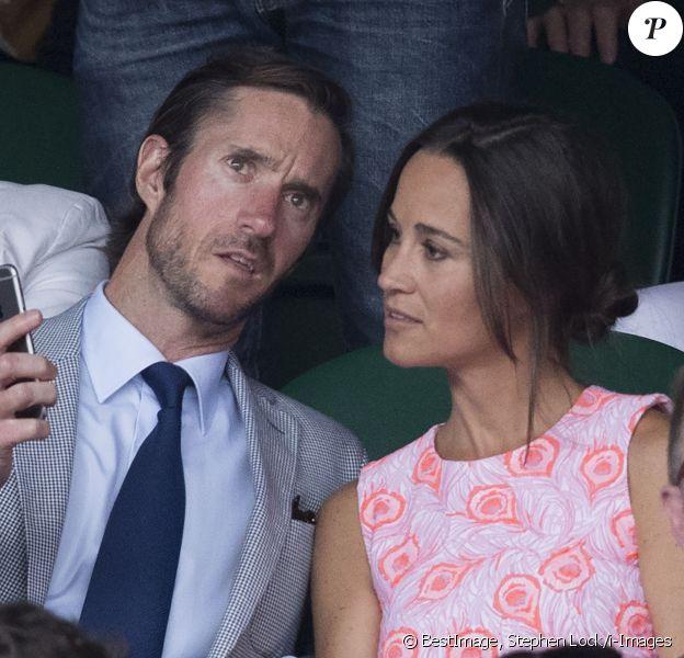 Pippa Middleton et son compagnon James Matthews dans les tribunes du tournoi de Wimbledon le 6 juillet 2016. © Stephen Lock/i-Images via ZUMA Wire / Bestimage
