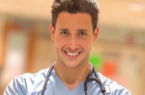 Mikhail Varshavski : Le docteur le plus sexy du monde enflamme la Toile !
