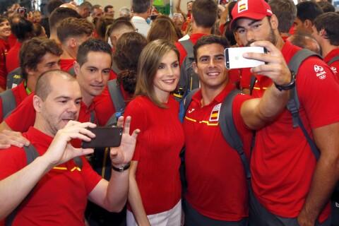 Letizia et Felipe d'Espagne : Fans enflammés pour le grand départ vers les JO