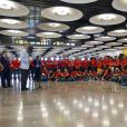 Felipe VI et Letizia d'Espagne sont allés souhaiter bonne chance à la délégation espagnole pour les Jeux olympiques de Rio avant leur décollage pour le Brésil, le 29 juillet 2016 à l'aéroport Adolfo-Suarez de Madrid-Barajas.