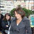 Stéphanie de Monaco distribue des cadeaux aux personnes âgées