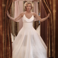 """Alexandra Lamy en robe de mariée sur le tournage de """"L'embarras du choix"""". (photo prise le 2 août 2016)"""