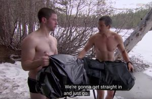 Nick Jonas, aventurier des temps modernes, se jette à l'eau glacée... en caleçon