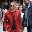 Nick Jonas pose pour les photographes dans les rues de New York, le 16 juin 2016.