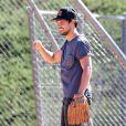 """Taylor Lautner joue au baseball sur le tournage de son nouveau film """"Run The Tide"""" à Los Angeles, 20 juin 2014."""