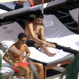 Cristiano Ronaldo se relaxe au bord de la piscine avec des amis à Miami, Floride, Etats-Unis, le 3 août 2016.  Football star Cristiano Ronaldo and some friends enjoy a day at their hotel pool in Miami, Florida on August 3, 2016. Missing from the poolside hangout was Cassandre Davis, who Cristiano was seen getting close to during the last couple of days.03/08/2016 - Miami