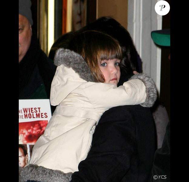 Katie Holmes, Suri et son manteau !