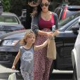 Exclusif - Megan Fox enceinte fait du shopping avec son fils Noah à Brentwood le 15 juin 2016.