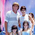 """Bruce Jenner et Kris Jenner avec Kylie et Kendall à la première du film """"Le monde de Némo"""" le 18 mai 2003"""