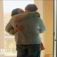 """Julien embrasse Louise - """"L'amour est dans le pré 2016"""" sur M6. Le 29 août 2016."""