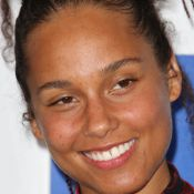 Alicia Keys critiquée sans maquillage : Son mari Swizz Beatz monte au créneau