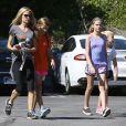 Denise Richards va déjeuner avec ses filles Sam et Lola à Calabasas le 10 octobre 2015.