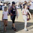 Denise Richards emmène ses enfants Sam, Lola et Eloise dans un parc d'attractions à Malibu, le 5 septembre 2015