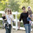Exclusif - Denise Richards, Charlie Sheen et leurs filles Lola et Sam à Los Angeles, le 15 octobre 2016