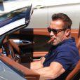 Exclusif - Arnold Schwarzenegger et Sylvester Stallone vont déjeuner ensemble au restaurant Ebaldi à Beverly Hills, le 29 août 2016. A la sortie du restaurant, Arnold a fumé un cigare avant de monter à bord de sa Bugatti.